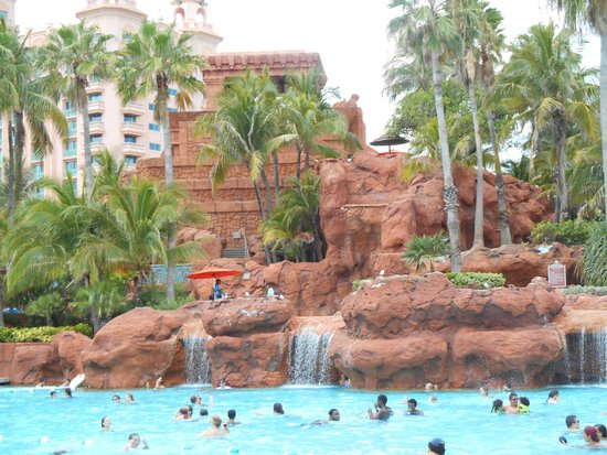 Comfort Suites Paradise Island : Atlantis from one of their pools
