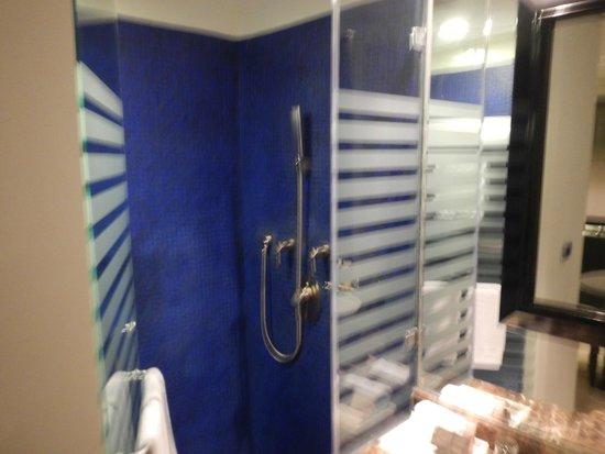 ME Cancun: cuarto de baño