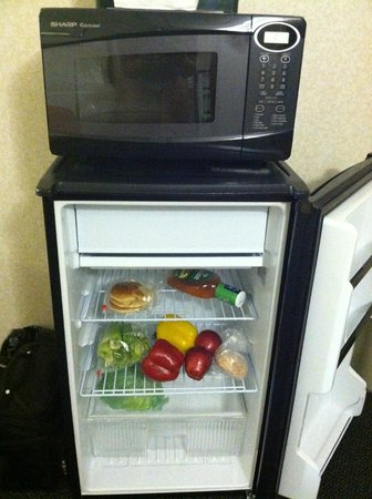 Holiday Inn - Airport Conference Center: Frig and Microwave