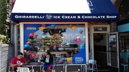Ghirardelli Ice Cream & Chocolate Shop : Front of the building