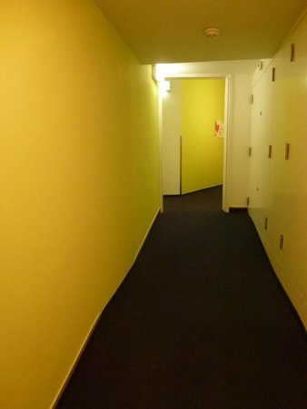 Hotel City Inn: hallways