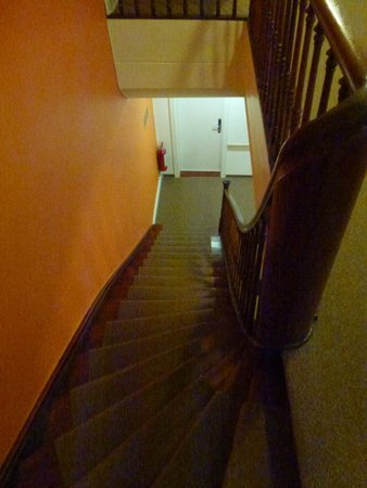 Hotel City Inn: stairways to get to room