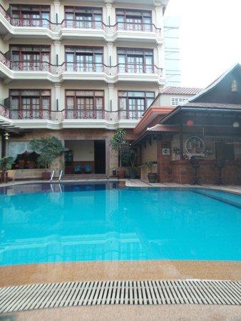 Prum Bayon Hotel : The pool area
