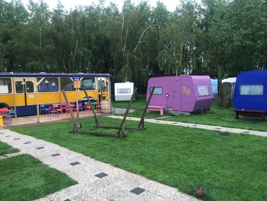 Lucky Lake Hostel : Breakfast bus