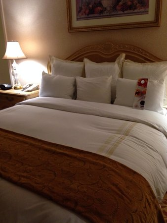 Tower Hotel Oklahoma City: Cozy and inviting sleeping areas...