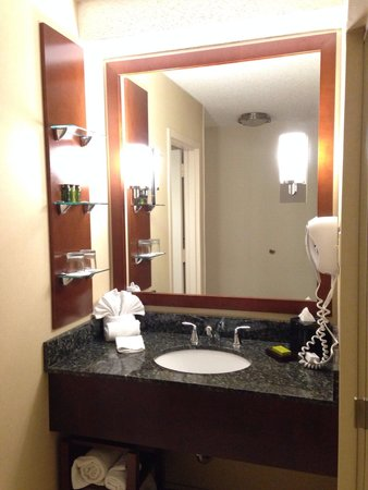 Tower Hotel Oklahoma City: Bright, clean, well-appointed bathrooms...