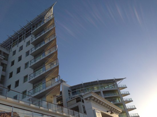 Hilton Auckland: hotel exterior