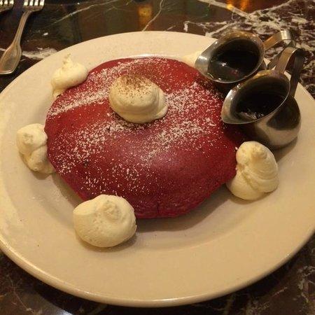 The Venetian Las Vegas: Fanstastic red velvet cake pancakes at Luxe Cafe