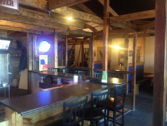 Cool River Pizza: Bar