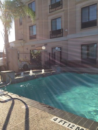 Holiday Inn Express & Suites Houston East: Outdoor pool
