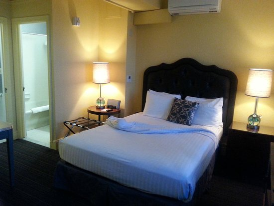 Graduate Berkeley: The Bed - comfortable, but the neighbors within the hotels were not.