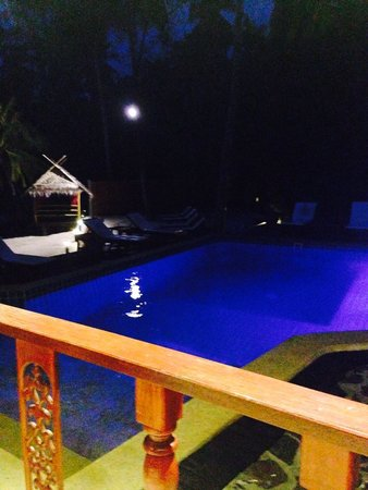 Cyana Beach Resort: The pool by night