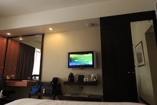 "Royal Plaza on Scotts: Equipped with 32"" LCD Tv and Nespresso"