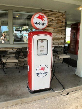 Best Western Route 66 Rail Haven: Old Gas Pump Outside Lobby