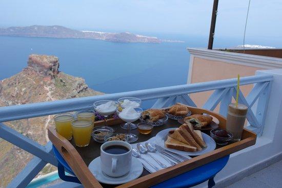 Anita's Villa - Santorini: Breakfast Table!