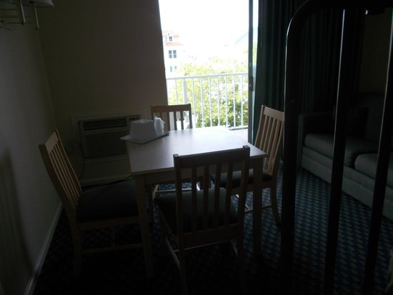 Econolodge Oceanblock: I loved the dining area.