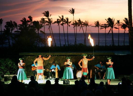 Sunset Luau at the Waikoloa Beach Marriott: The beautiful sunset skies of Anaeho'omalu Bay is the backdrop to our show!