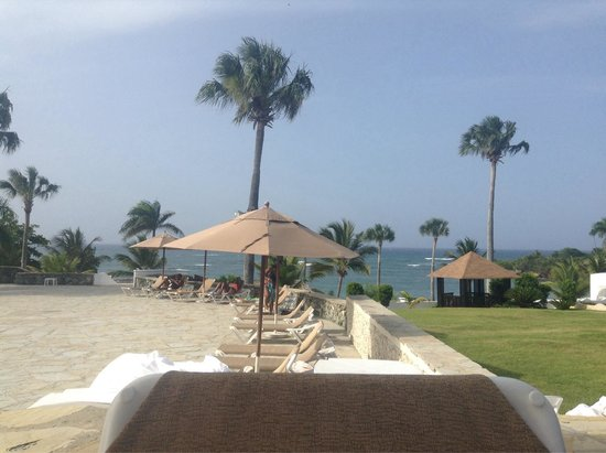 The Tropical at Lifestyle Holidays Vacation Resort: Lounge chairs