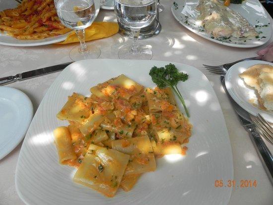 Ristorante Bilacus: Amazing, pasta w a cream/tomato sauce w chicken and vegetables