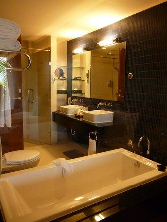 Avista Phuket Resort & Spa : bath