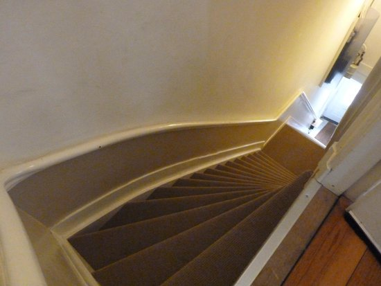 Tulipa Bed & Breakfast : Steep staircase from the front door to the door to the suite
