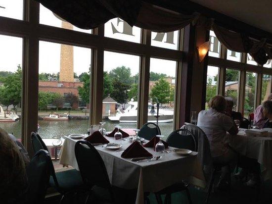 Joey B's: Indoor dining room