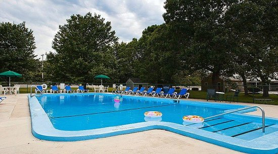 Ocean Park Inn Cape Cod: Outdoor pool at Ocean Park Inn