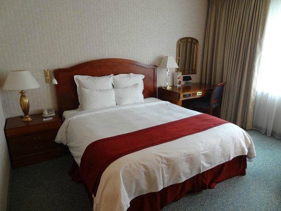 Renaissance Zurich Hotel: Bed