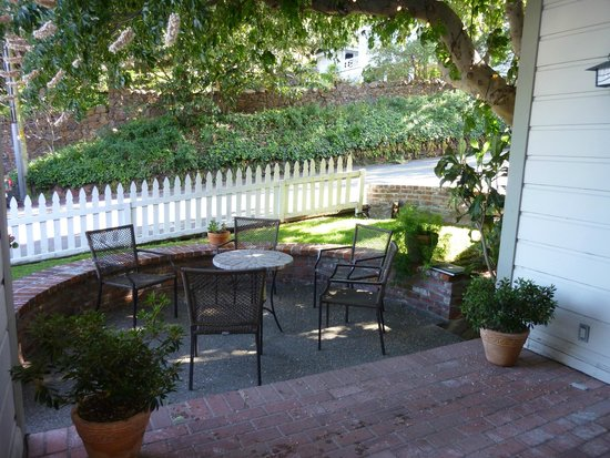 The Gables Inn Sausalito: Patio for Buckeye & Cypress Rooms
