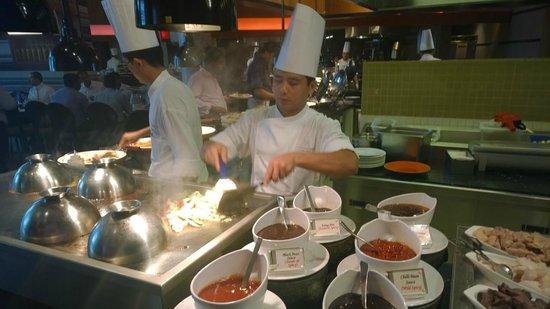 Address Dubai Marina: Food is expensive but GREAT