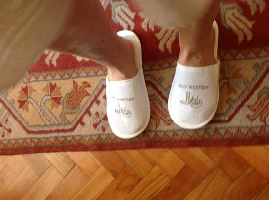 Amber Hotel: hotel slippers