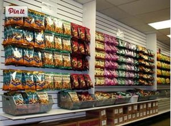Island Princess Hawaii - Macadamia Nut Factory Outlet : Huge Selection of Hawaiian Candies, Chocolate Covered Mac Nuts