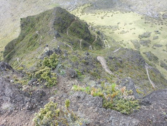 Halemaumau Trail: Switchbacks on both sides of the ridge