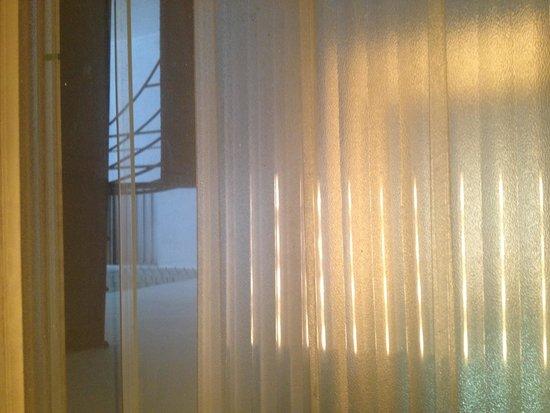 Hotel El Maragato: Fire exit ... Bathroom.