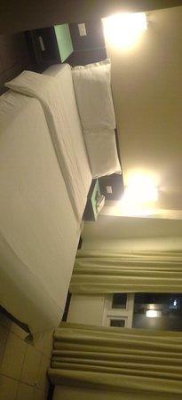 Circle Inn - Iloilo City Center: Room