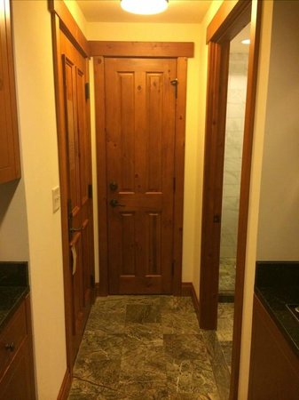 Stowe Mountain Lodge : The door when you enter into the room