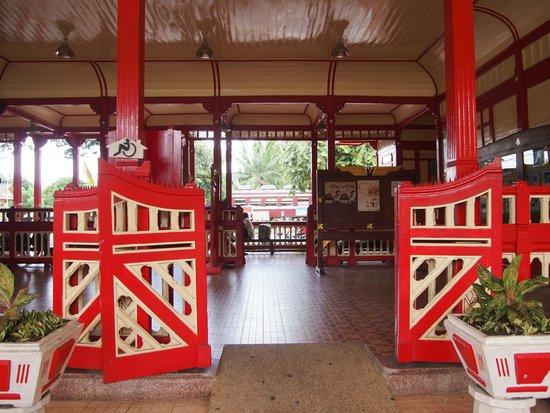 Hua Hin Railway Station : 進出口