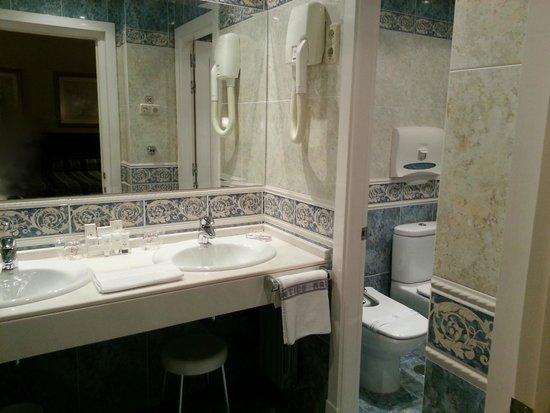 Hotel Atlantico: Bathroom