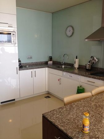 Staybridge Suites Beirut : kitchen with all needed utensils