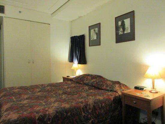 Capitol Square Hotel: ダブルベッド