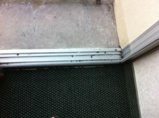 Howard Johnson Inn Lexington: Sliding Door