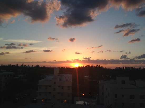 Red South Beach Hotel: Sunset from my room!