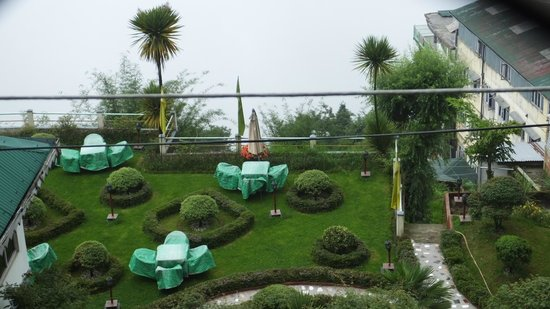 Central Nirvana Resort, Darjeeling: Lawn