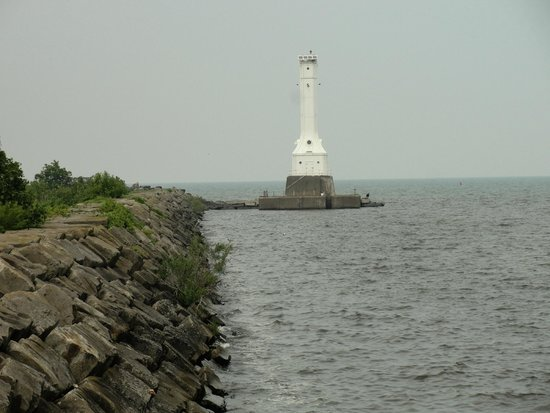 Captain Montague's Bed and Breakfast : Just 3 blocks away: Huron Lighthouse