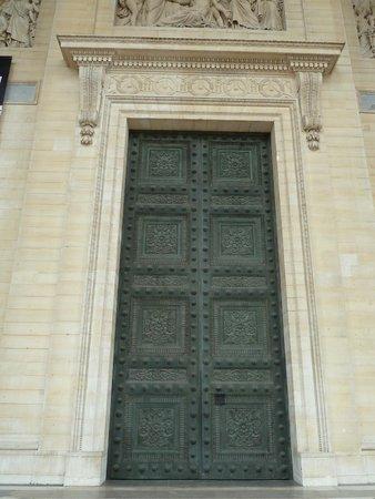 Panthéon: Pantheon the enormous doors