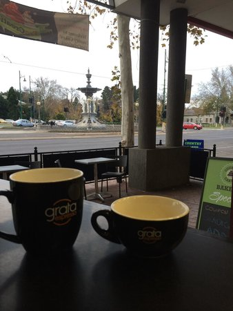 FroCreations: Coffee, cake and desserts with the best view of the Bendigo Fountain