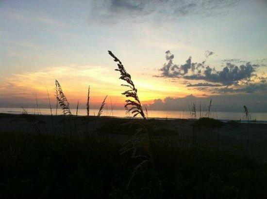 Beach Island Resort: Sunrise over the ocean