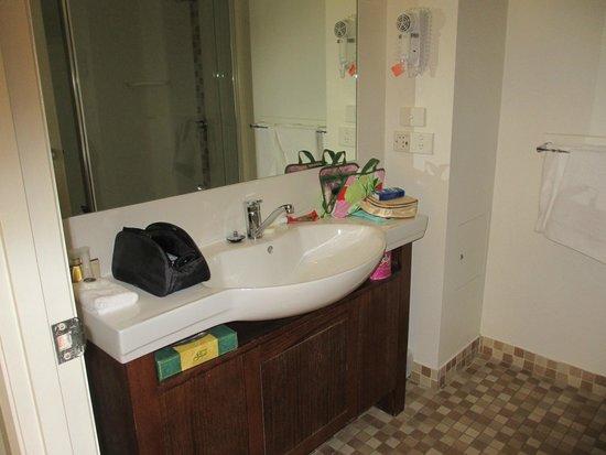 Coachman's Inn Warwick: Good bathroom