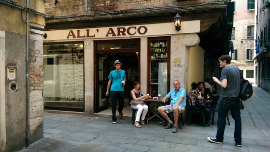 All'Arco : Wonderful rush for food and wine!
