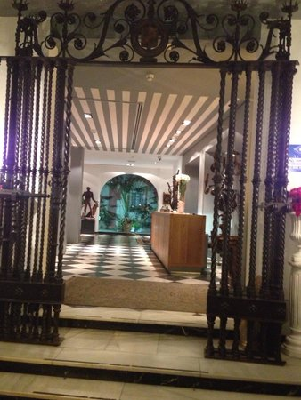 Hotel Dona Maria: Entrance